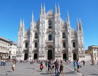 money-changers-milan-cathedral
